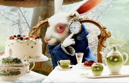coelho-branco-de-alice-no-pac3ads-das-maravilhas